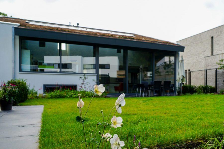 Moderne villa in Eindhoven door bouwbedrijf