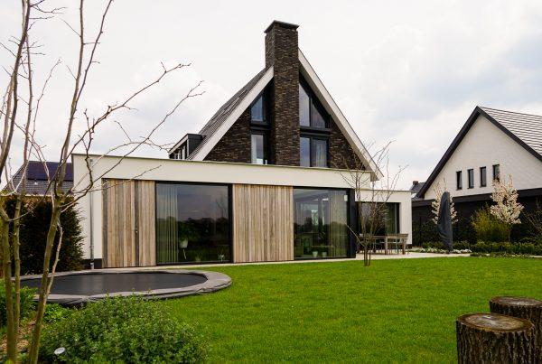 Moderne villa robuuste schoorsteen