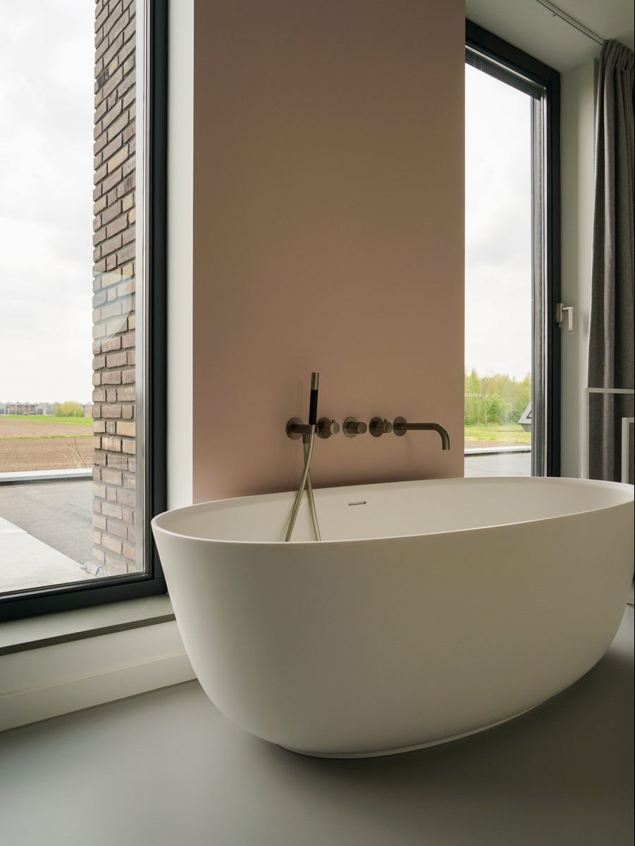 Moderne woning, bad met uitzicht