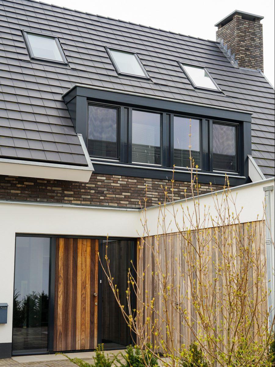 Moderne villa met hout, stucwerk en stenen