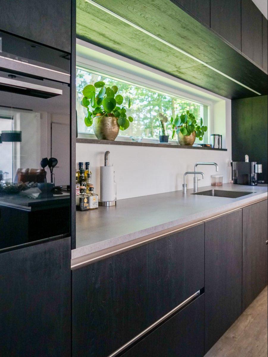 Moderne woning met strakke lijnen