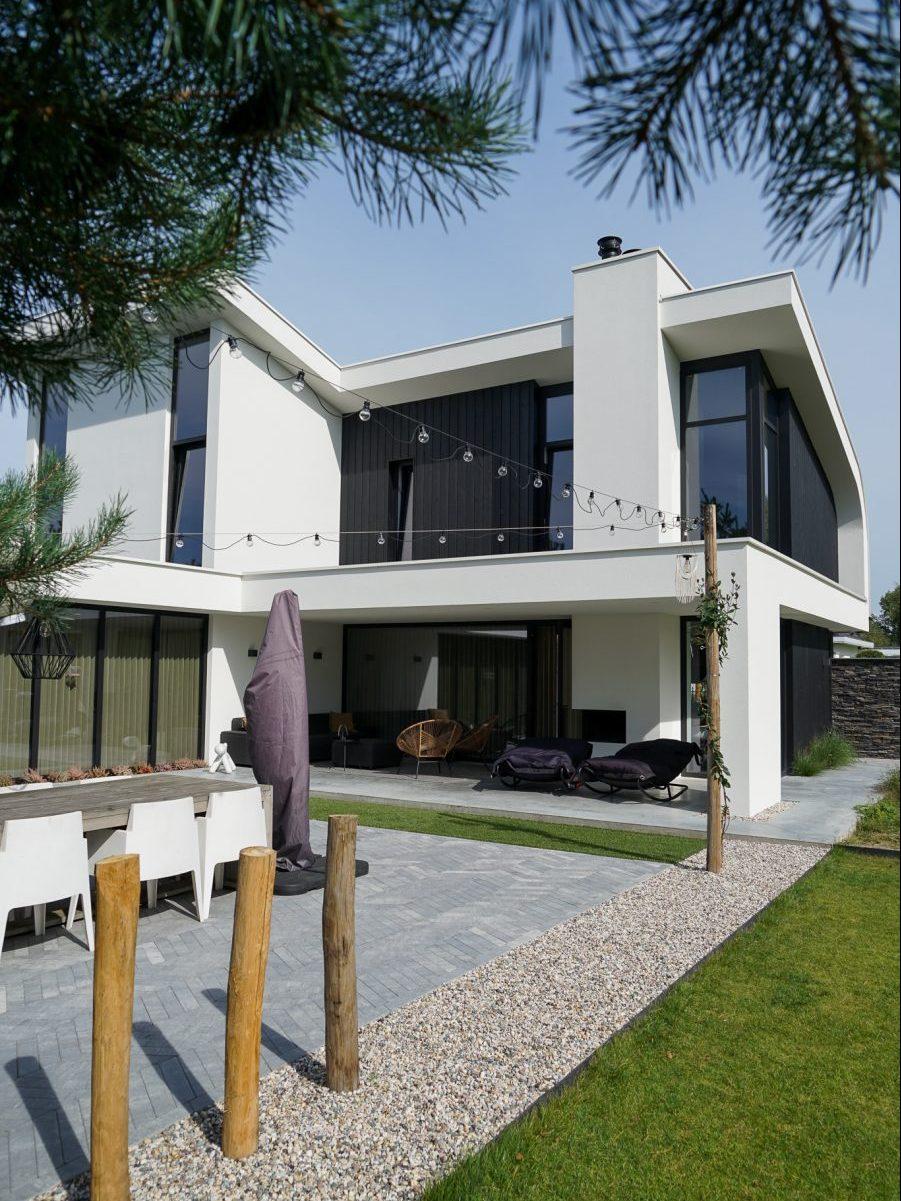 Moderne villa met bijzonder dak