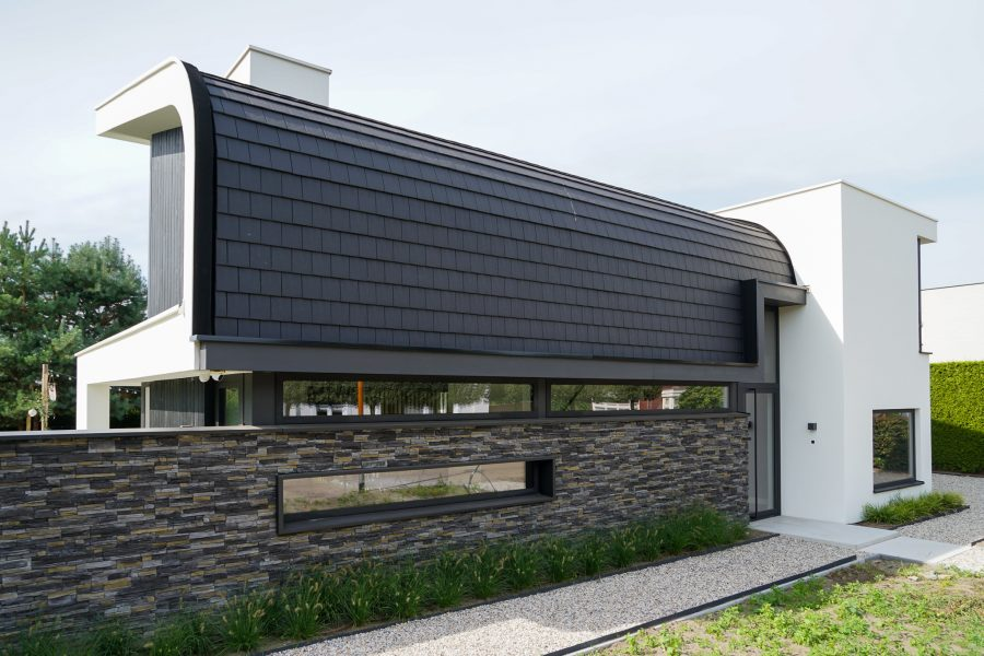 Moderne woning bijzonder dak