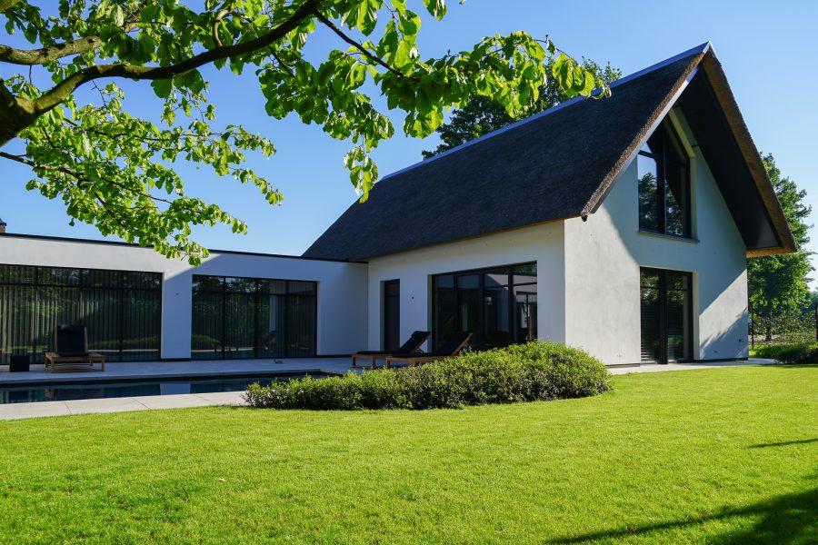 Villa met rieten kap bouwen