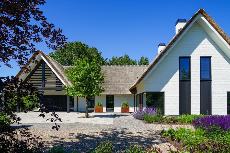 Villa wit laten bouwen