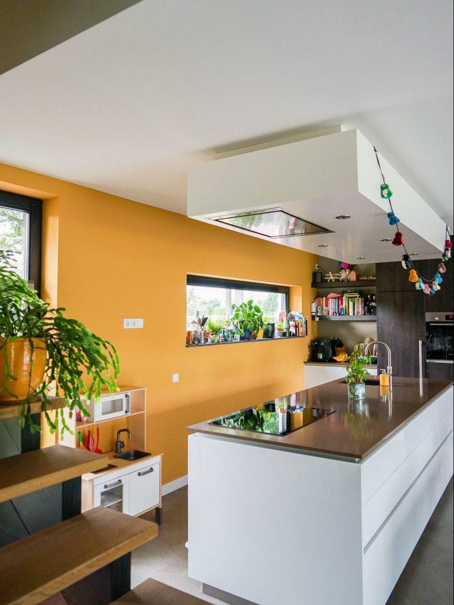 Keuken in moderne, duurzame woning